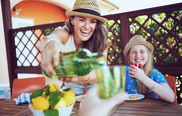 thumbnail of Patio Cooler Carts Make Your Backyard Gatherings More Convenient